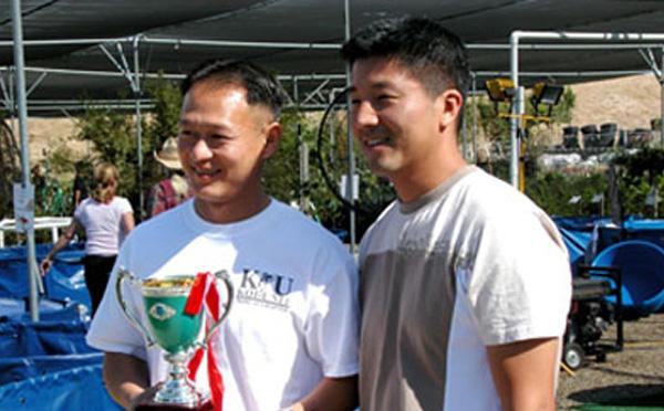 Summer 2005, Brian nhận giải Baby Champion của hội Camellia Koi Club. Thêm thông tin mời bạn vào trang www.champkoi.com.